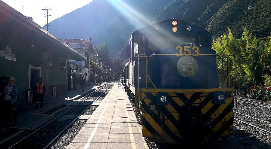 sensations voyage sensationsvoyage perou peru se rendre au machu picchu train perurail ollantaytambo gare