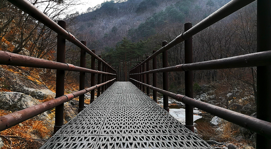 sensations-voyage-voyages-coree-du-sud-korea-seoul-séoul-seoraksan-national-park-bridge-perspective