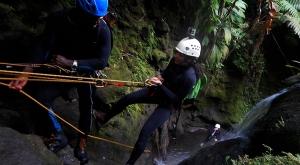 sensations-voyage-voyages-rocher-diamant-morne-larcher-vue-experience-canyoning-vert-evad-rapel