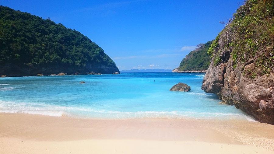 Sensations Voyage à Bali. Plage paradisiaque d'Athuh Beach à Nusa Penida