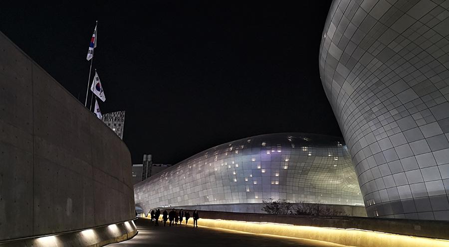 sensations-voyage corée du sud-voyages-coree-du-sud-korea-seoul-ddp-dongdaemun-design-plaza-art-deco-modern
