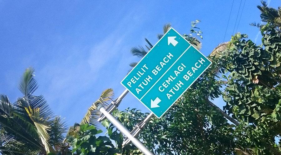sensations voyage bali incontournables nusa penida atuh beach panneau