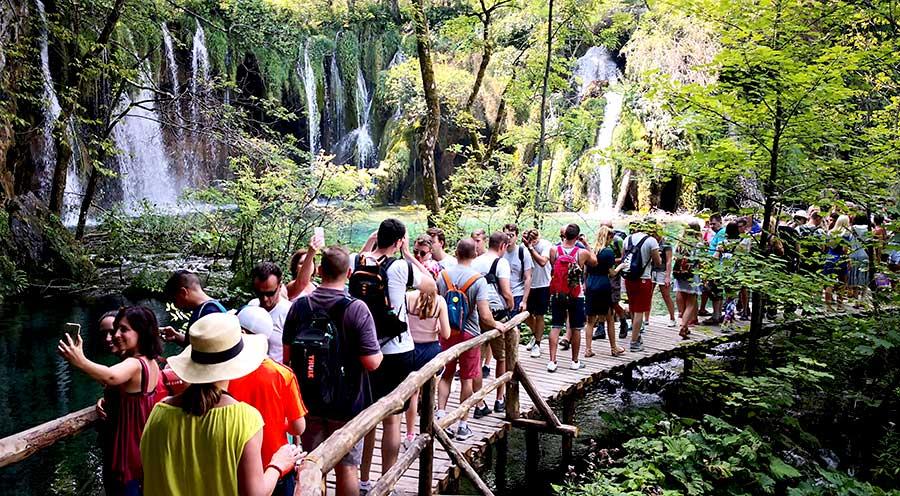sensations-voyage-sensationsvoyage-croatia-plitvice-national-lake-zn-louer-barque-bon-plan-éviter-foule