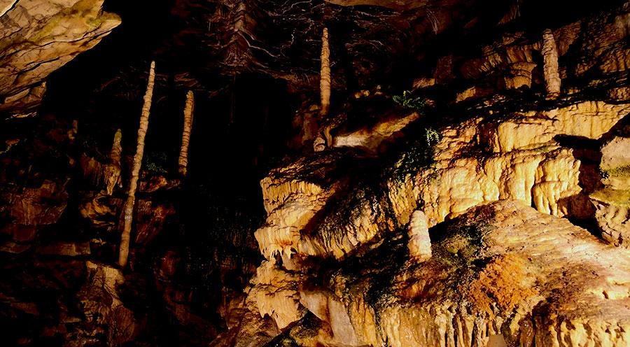 sensationsvoyage-sensations-voyage-suisse-bons-plans-grottes-saint-beatus-stalactites-interlaken