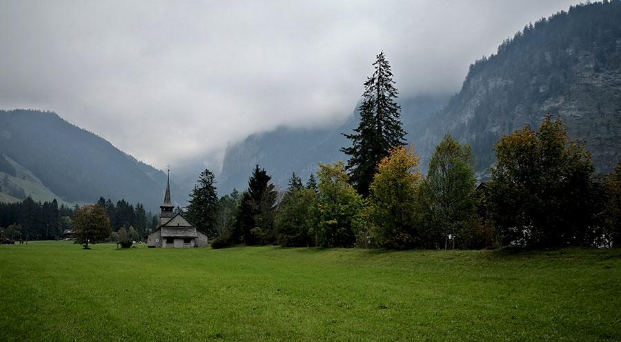 sensationsvoyage-sensations-voyage-suisse-montagne-eglise-vert-interlaken