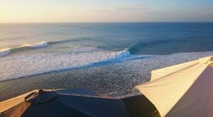 sensations-voyage-bali-uluwatu-single-fin-sunset