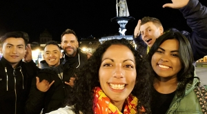 sensations-voyage-sensationsvoyage-perou-peru-cusco-cuzco-by-night-friends-selfie