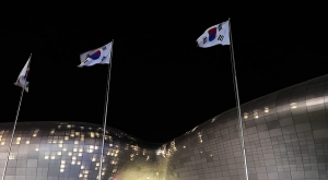 sensations-voyage-voyages-coree-du-sud-korea-seoul-night-ddp-plaza-design-coree-flag