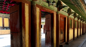 sensations-voyage-voyages-coree-du-sud-korea-seoul-temple-entrance-doors