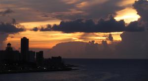sensations-voyage-voyages-cuba-malecon-sunset