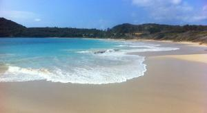 sensations-voyage-voyages-photos-antigua-barbuda-plage-vague