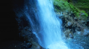 sensations-voyage-voyages-photos-martinique-experience-cascade-gorges-falaise-canyoning-descente-aventure-vert-evad-4