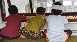 sensations voyage photos indonesie temple céremonie kids