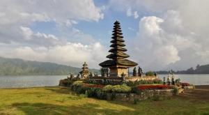 sensations voyage photos indonesie temple lac
