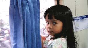 sensations voyage photos java yogyakarta train girl-portrait