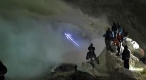 sensations voyage photos kawah ijen volcan cratere flammes bleues