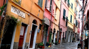 sensationsvoyage-sensations-voyage-photo-photos-italie-cinque-terre-3-maisons-colorees-ruelle-portovenere