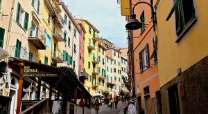 sensationsvoyage-sensations-voyage-photo-photos-italie-cinque-terre-3-maisons-colorees-ruelle