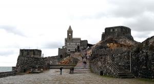sensationsvoyage-sensations-voyage-photo-photos-italie-porto-venere-eglise-noir-et-blanc-outside-2