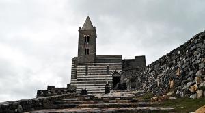 sensationsvoyage-sensations-voyage-photo-photos-italie-porto-venere-eglise-noir-et-blanc-outside-3
