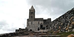 sensationsvoyage-sensations-voyage-photo-photos-italie-porto-venere-eglise-noir-et-blanc-outside