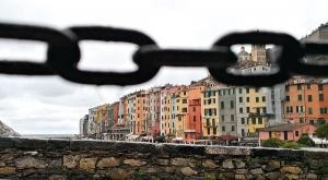 sensationsvoyage-sensations-voyage-photo-photos-italie-porto-venere-maisons-colorees-chaines