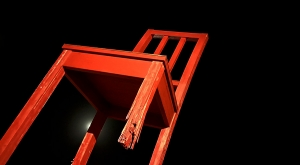 sensationsvoyage-sensations-voyage-photo-suisse-geneve-broken-chair-night