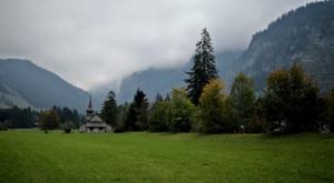 sensationsvoyage-sensations-voyage-suisse-montagne-eglise-vert