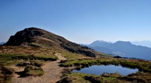 sensationsvoyage-sensations-voyage-suisse-niederhorn-landscape-montagnes-flaque