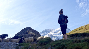 sensationsvoyage photos suisse riffelapls zermatt riffelsee weg sheeps girl